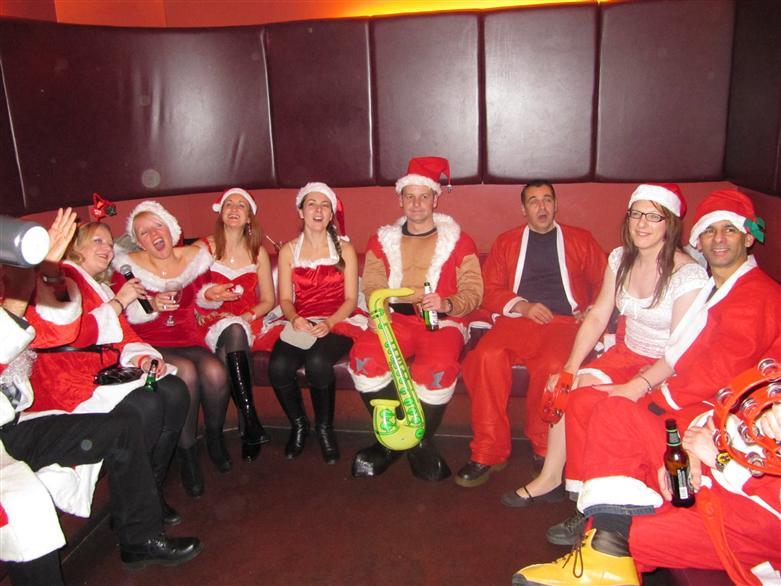 manchester socialising christmas pub crawl