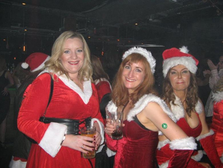 manchester social events santa pub crawl 2015